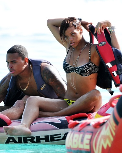 rihanna-and-chris-brown-in-the-caribbean